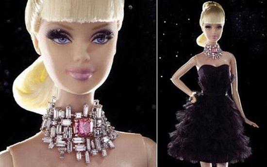 Самая дорогая кукла Barbie ушла с молотка за 300 тысяч долларов