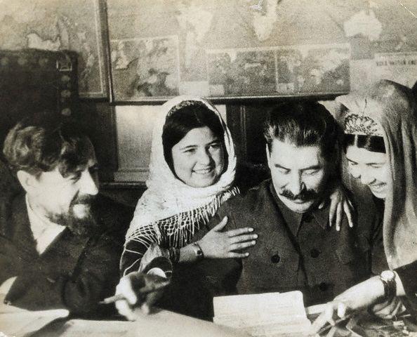 Сталинская борьба с «русским шовинизмом» во имя Германороссии