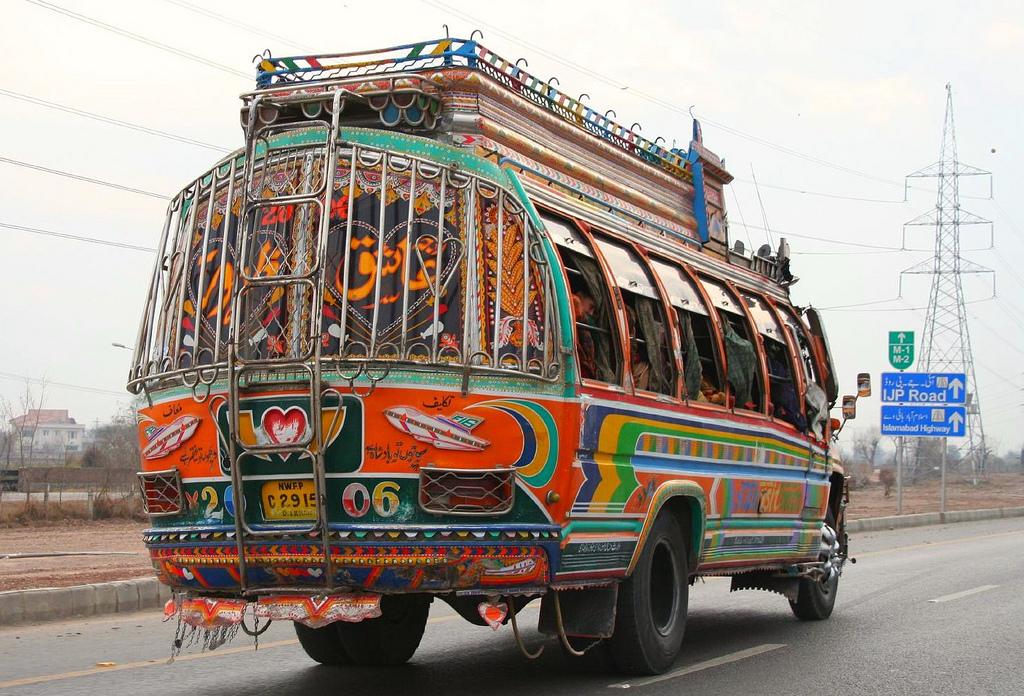 Расписные машины в Пакистане