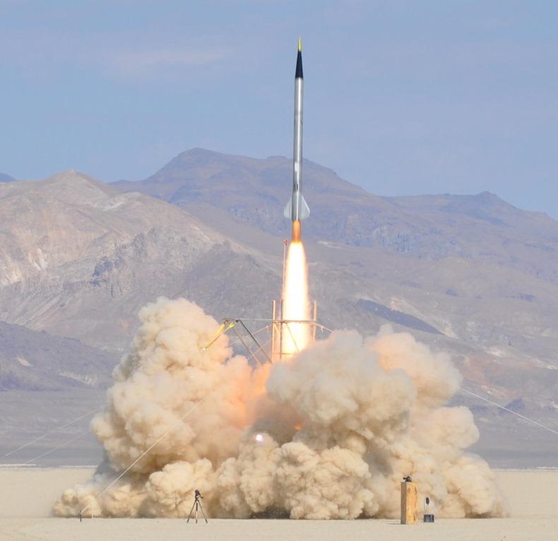 Полет американской частной ракеты Qu8k в космос