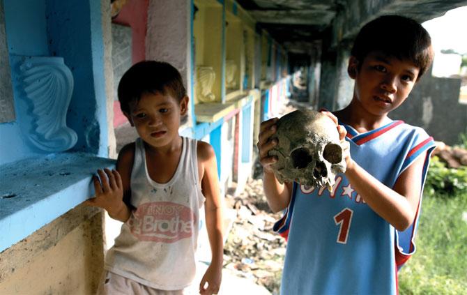 Жизнь филиппинцев на кладбище в Маниле