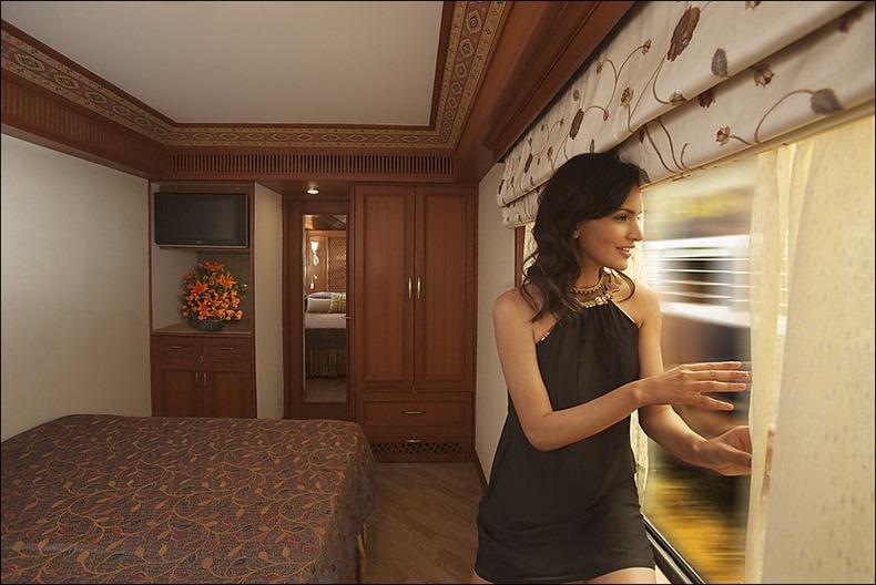Как в Индии богатые люди ездят по железной дороге
