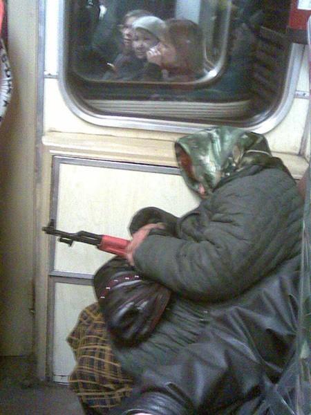 «Уступайте места молодёжи в московском метро!»