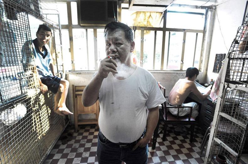 Жизнь китайцев в клетках в Гонконге