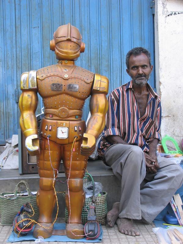 Роботы-предсказатели будущего в Индии