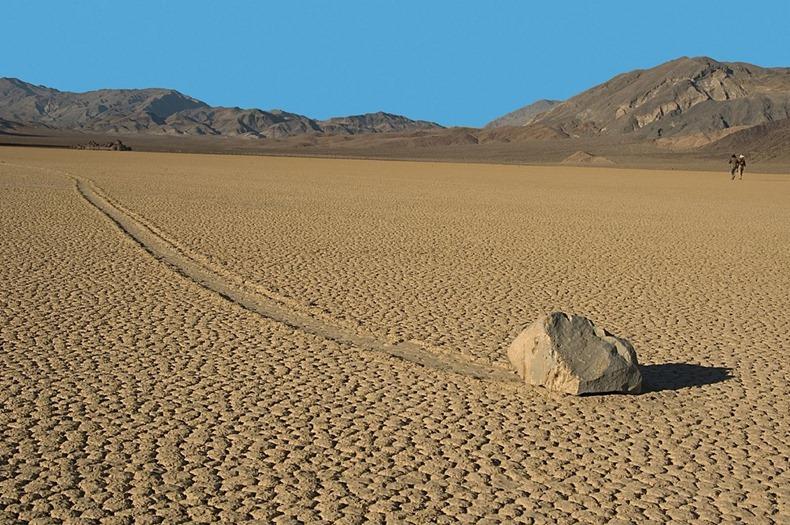 Гуляющие камни Долины Смерти