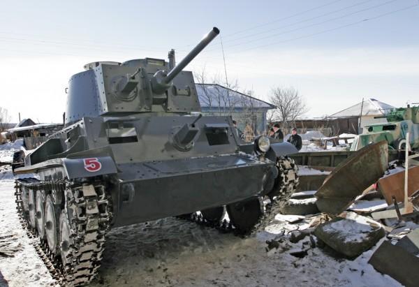 5. 4. 3. 2. 1. У Валерия Веревкина необычное хобби.  Он строит модели танков.  В натуральную величину.