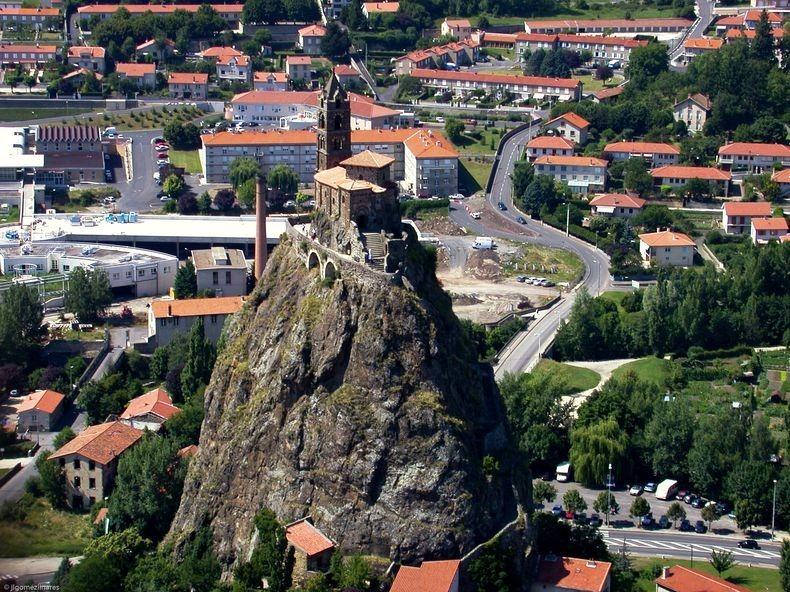 Сент-Мишель д'Аквиль — часовня на вершине скалы
