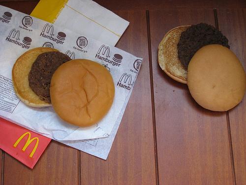 Гамбургер из МакДональдса не портится минимум 12 лет