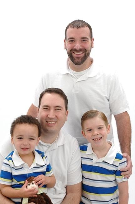 Гей-семьи тянут своих детей на дно