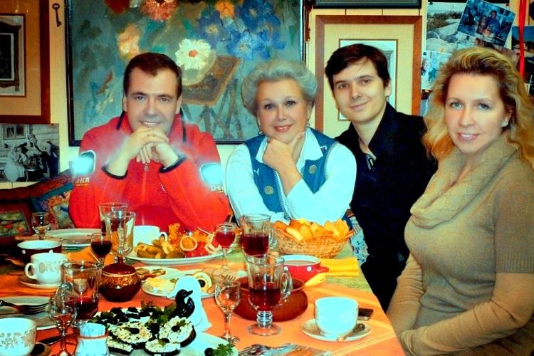 Семья Медведевых в Плёсе