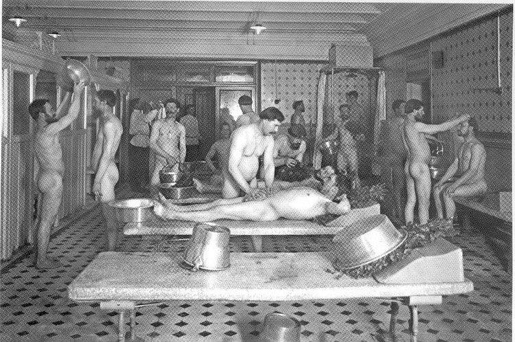 мужики голые в тюрьме