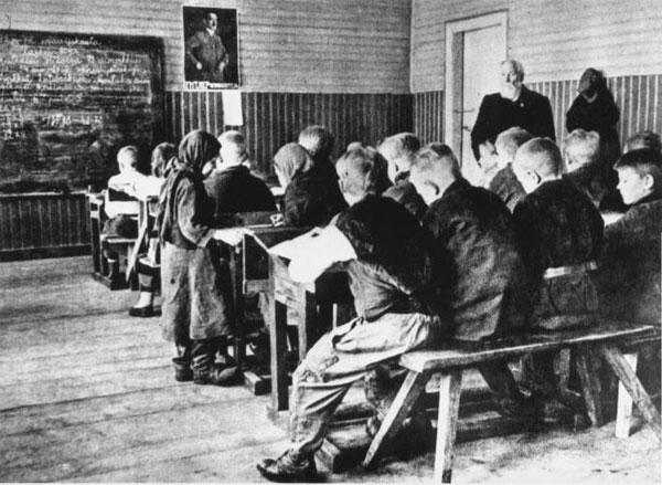 «Духовные скрепы» в школах на оккупированных немцами территориях