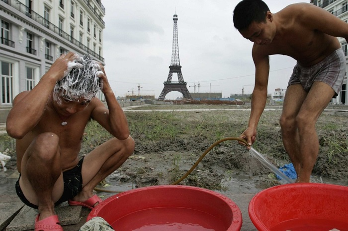 Поддельный и заброшенный Париж в Китае