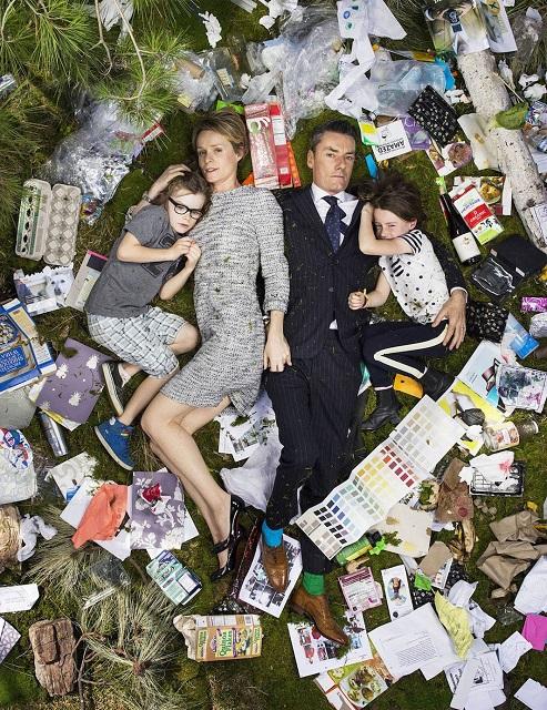 Фото дня: Американцы в своём мусоре за неделю