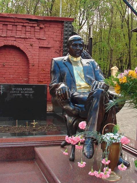 Надгробия криминальных авторитетов России