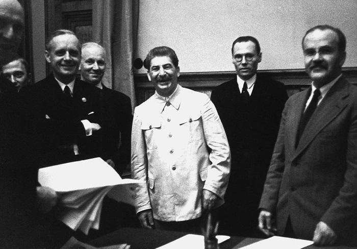 Сталин готов был стать союзником Гитлера за Проливы и Болгарию