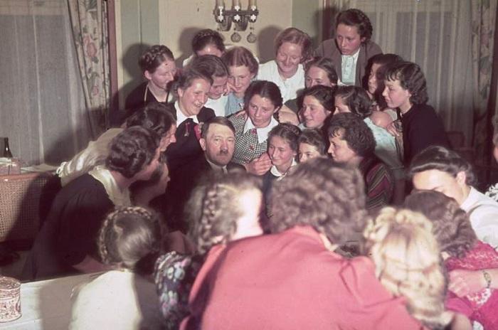 Гитлер выступал за многожёнство