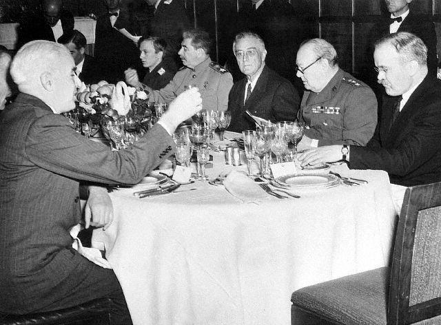 Чем кормили иностранцев в Кремле в 1941-45 годах