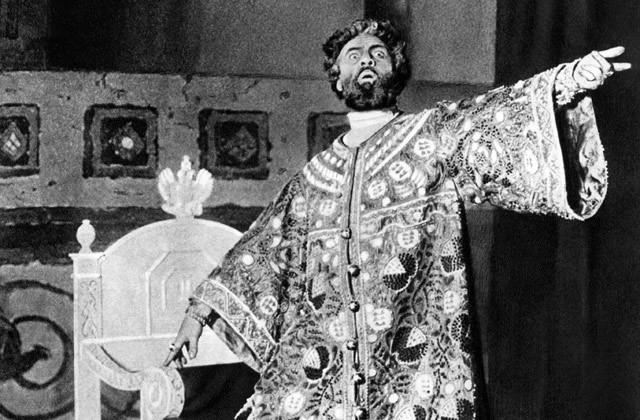 Как травили Шаляпина за коленопреклонение царю