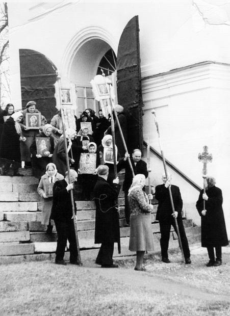 Как при Хрущёве сначала повысили заработки в церкви, а потом отменили прибавки