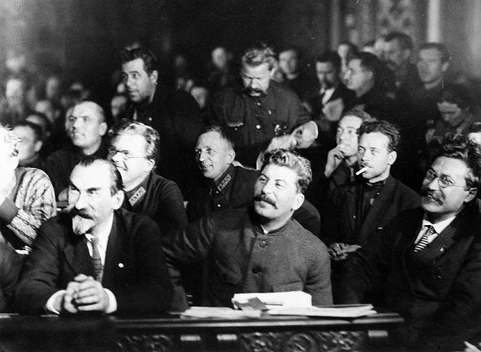 Каков был социальный контракт Сталина перед партией в 1923-27 годах
