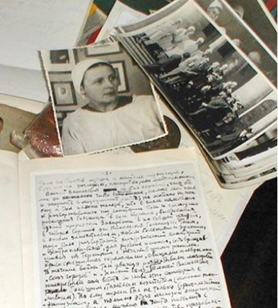Фотография Голиковой и рукописи Юдина