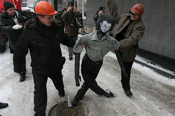 Чего хотят российские рабочие: Еды и жилья