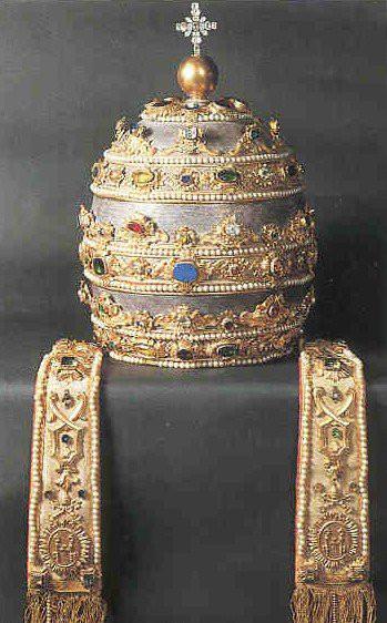 шапка-корона-папа